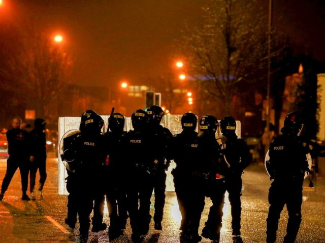Violence must stop before someone dies: Irish FM laments scenes at riots in N. Ireland, says Dublin not to blame