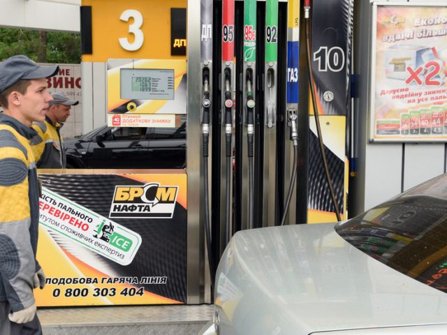 Ukraine on verge of fuel crisis: Politically driven decisions to stop imports from Russia & Belarus may lead to shortage – expert
