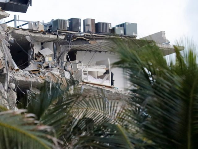 Partial collapse of Florida apartment complex caught on VIDEO