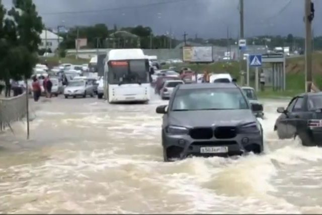 Crimean authorities declare state of emergency as rainfall causes flash floods, leaving thousands without water & electricity