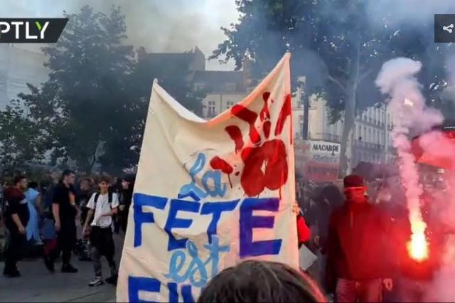 French police fire tear gas at protest march in Nantes, break up crowds at street music festival in Paris (VIDEOS)