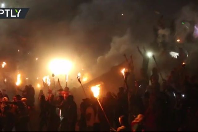 Torch-carrying Palestinians protest new Israeli settlement in West Bank (VIDEO)