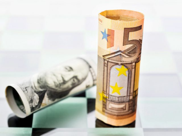 Dumping the dollar: Russia gets ready to shift currency liquidity to the euro