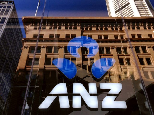 Australian banks 'urgently investigating' after online banking apps stop working