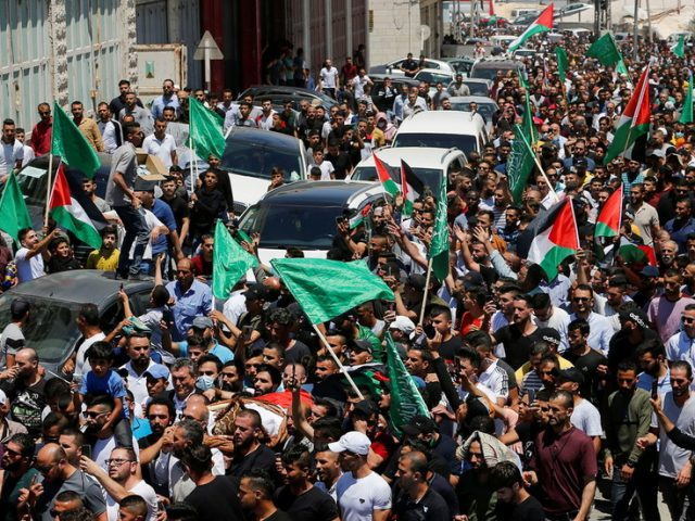 'Go away, Abbas': Thousands protest in the West Bank after funeral of critic of Palestinian Authority (VIDEOS)