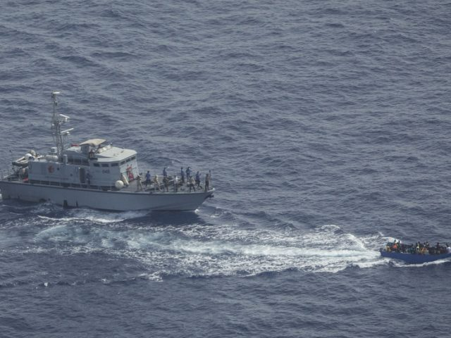 Italian prosecutors to probe Libyan coastguard for 'shooting & trying to ram' migrant boat (VIDEO)