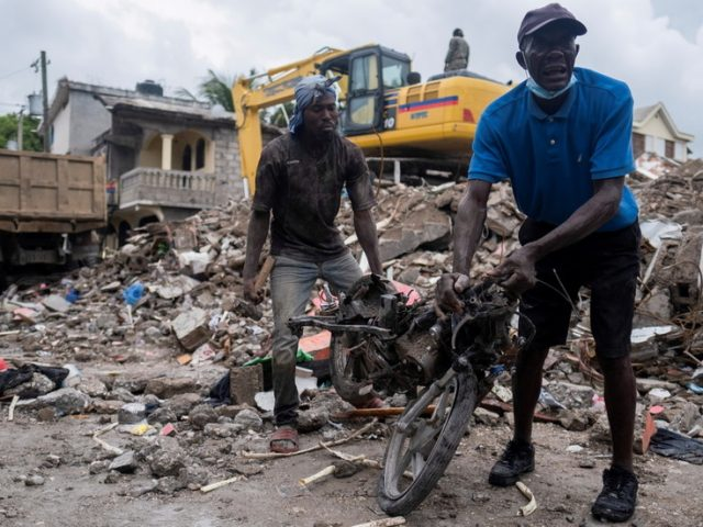 'Haiti is on its knees,' PM says as earthquake deaths top 2,100 & tens of thousands of families left homeless