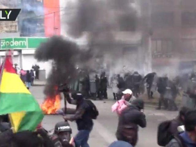 Bolivian police retreat after coca leaf farmers storm market in La Paz (VIDEOS)