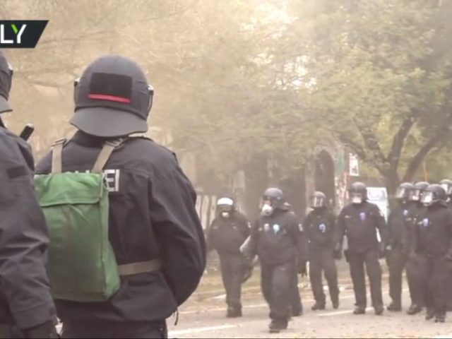 Medieval-style siege in central Berlin: German police move to evict iconic left-wing Kopi trailer camp (VIDEO)