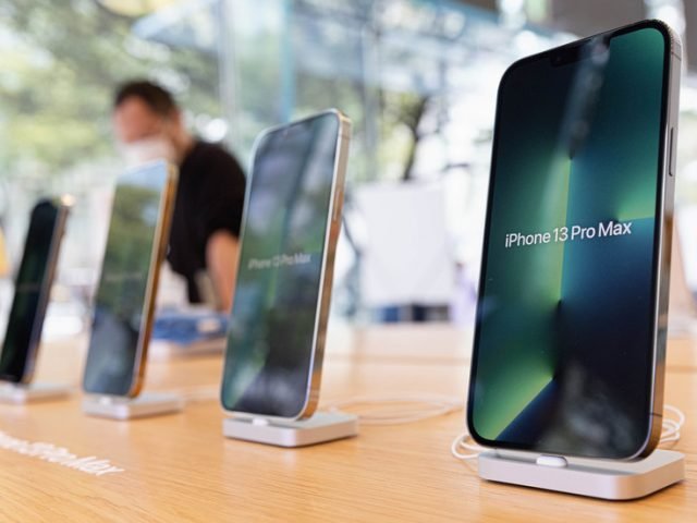 Apple cutting iPhone Christmas production by 10 million units due to chip shortage – media